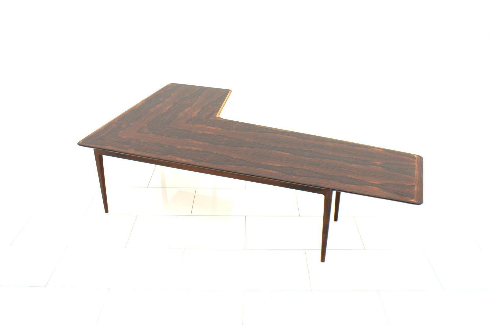 1960 style l shaped coffee table decohoms. Black Bedroom Furniture Sets. Home Design Ideas