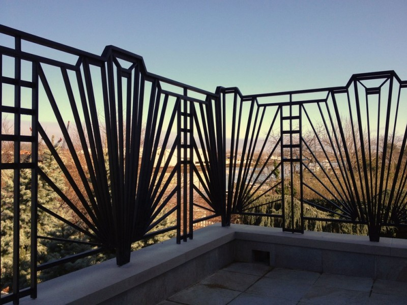 black crystal shaped metal railing
