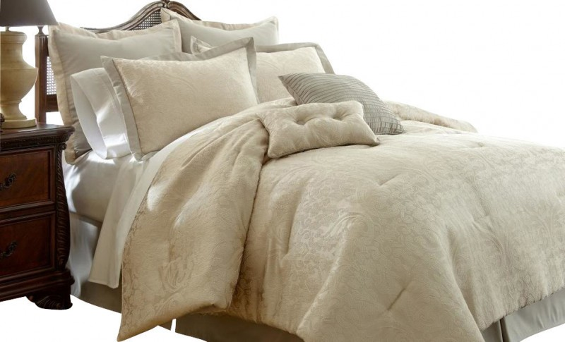 ivory bedding set with six pillows