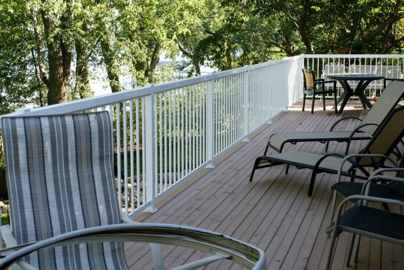 white aluminum vertical railing