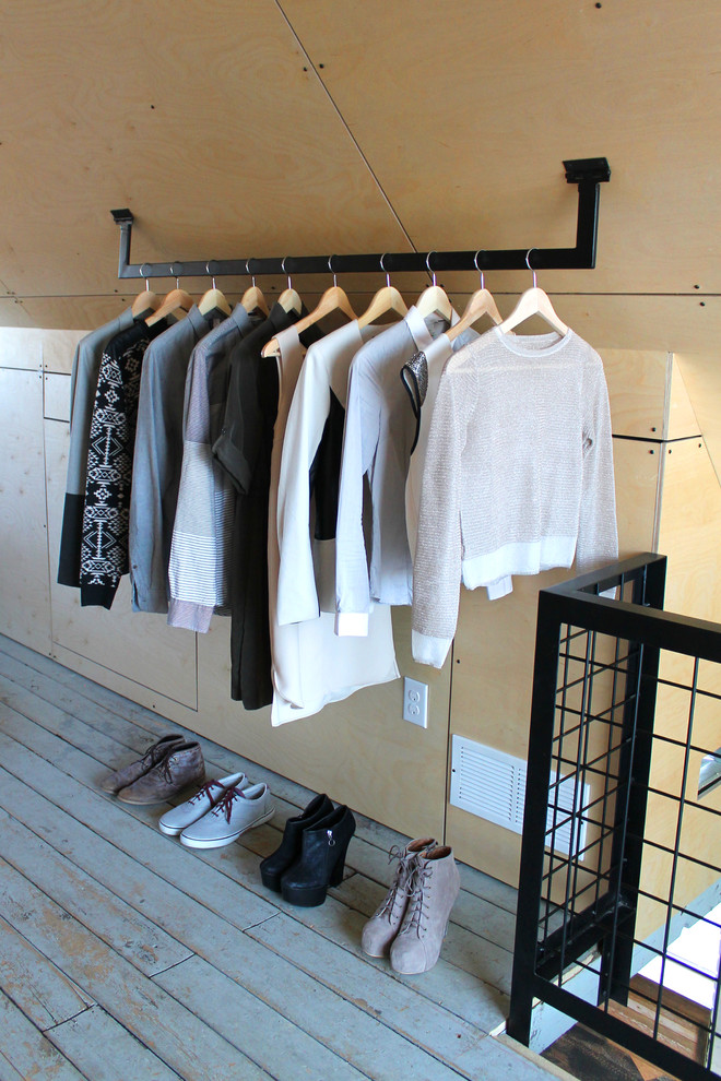 urban mini walk in closet idea