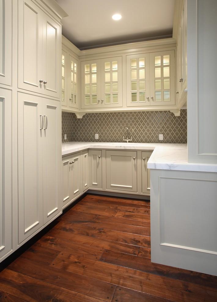 arabesque backplash kitchen hardwood floor wall cabinets lamps traditional room