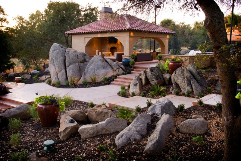 boulders in some places in the yard and smal rocks on the ground