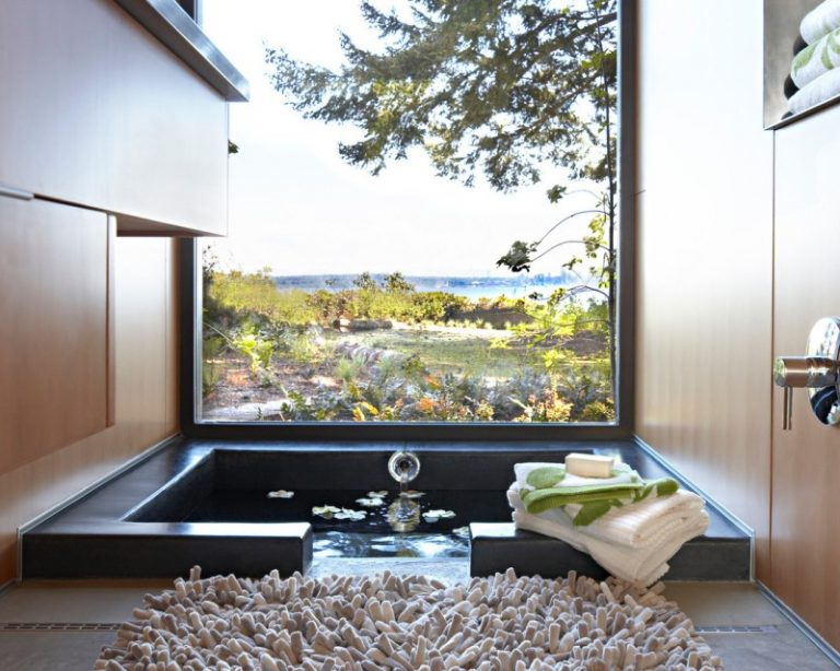 Japanese Style Soaking Tub For Satisfying Bath Decohoms