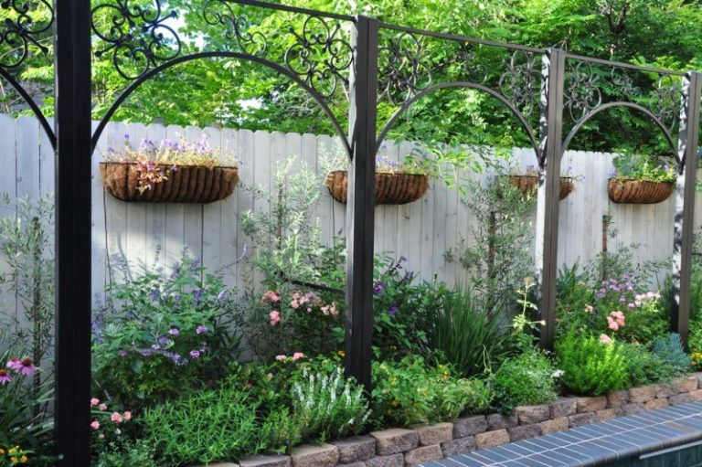 Modest decorative privacy fence ideas decohoms for Decorative fence ideas