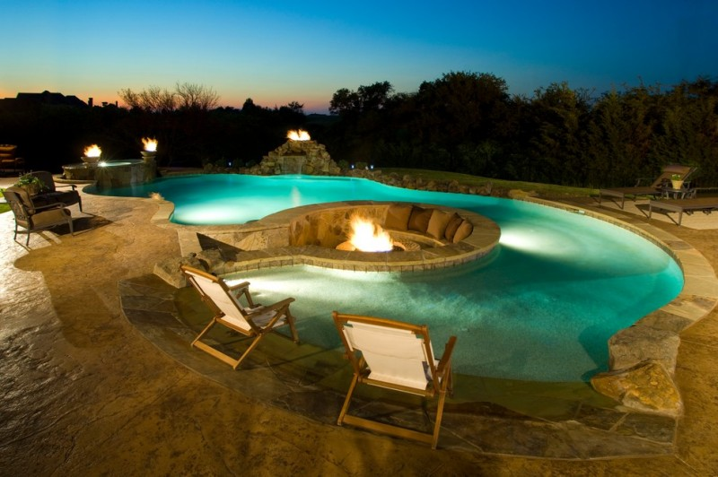 Spectacular in ground fire pit and seating area decohoms for Pool gestaltungsideen