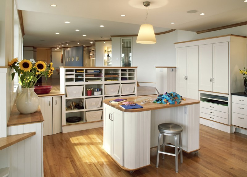 Wonderful Kitchens That Combine Movable Kitchen Island with ...