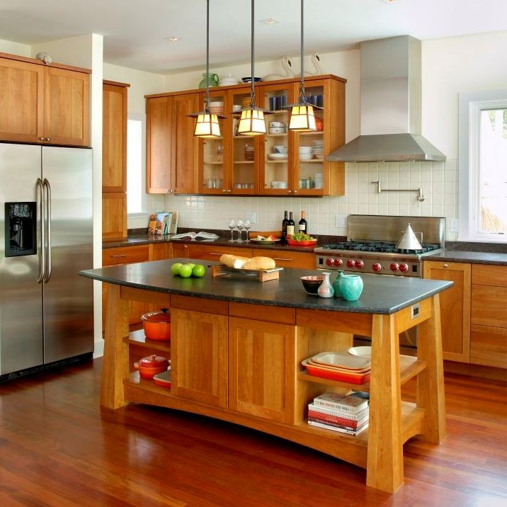 Fancy and natural cherry kitchen cabinets decohoms for Kitchen cabinets lowes with seashell wall art craft