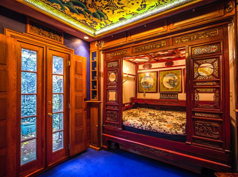 ornate bedroom furniture bedding storage double glass windows ceiling painting wallpaper asian style