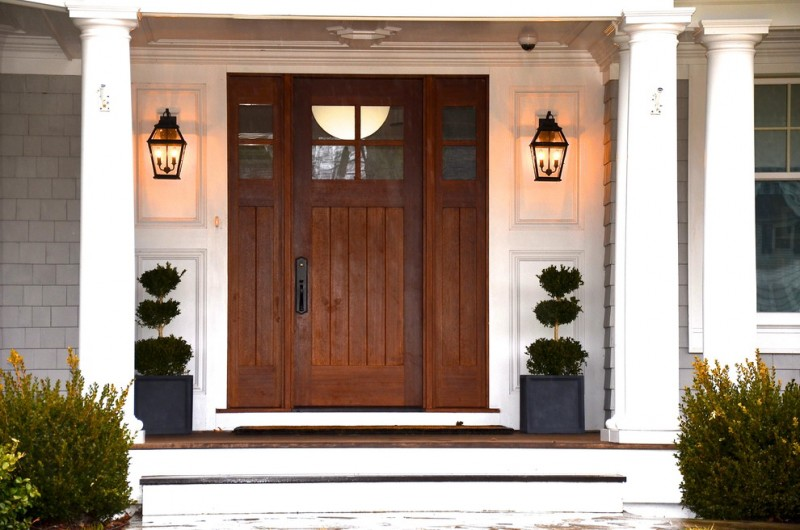 Elegantly beautiful craftsman style front doors to be for Exterior front door lights