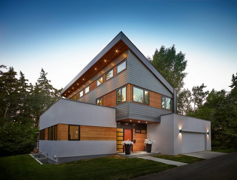 Stunning modern white house ideas that people look for for Black roof house