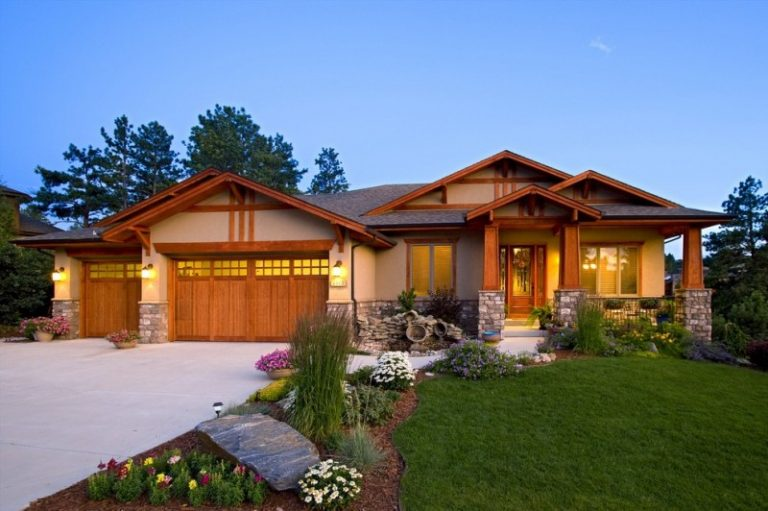 Thrilling luxury ranch home plans for farmhouse lovers for Arts and crafts garage plans