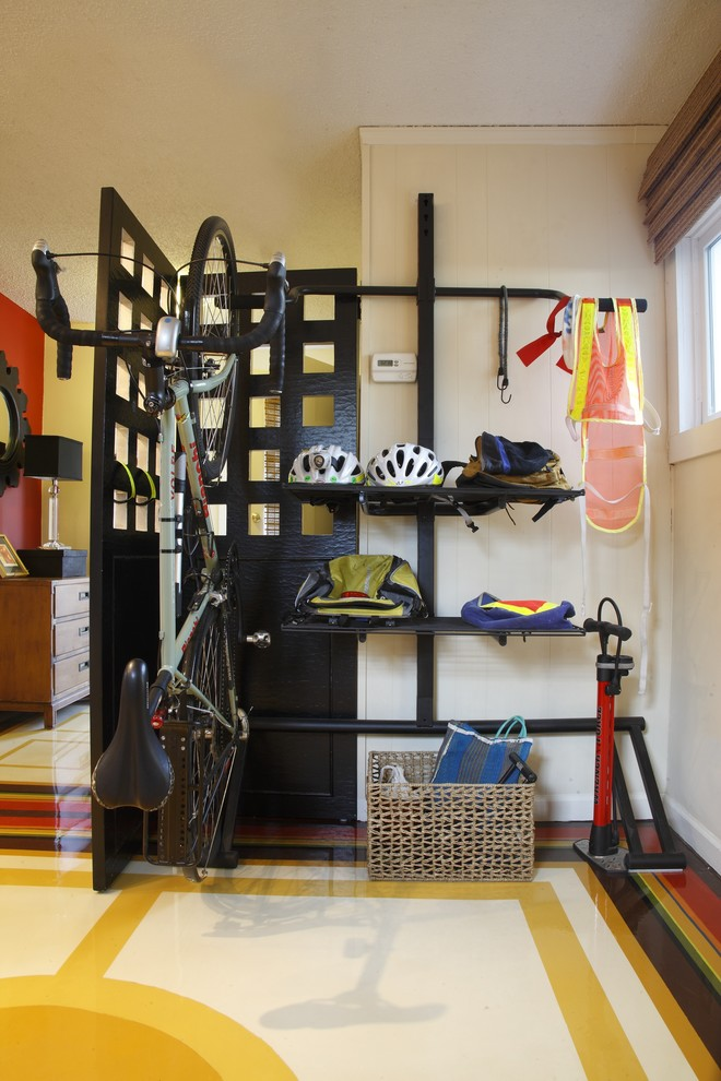 Vertical Bike Storage >> Choosing Smart and Efficient Bike Storage for Apartment ...