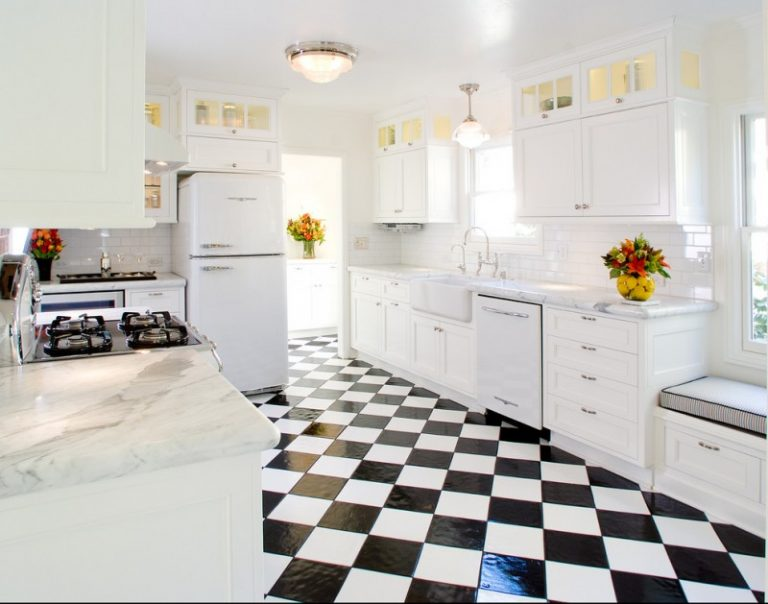 Spectacular Black and White Kitchen Ideas You Can Apply | Decohoms
