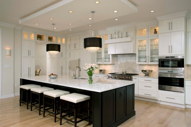 Spectacular Black and White Kitchen Ideas You Can Apply | Decohoms on black and white traditional kitchens, kitchen paint color ideas, black and white kitchen decorating ideas,