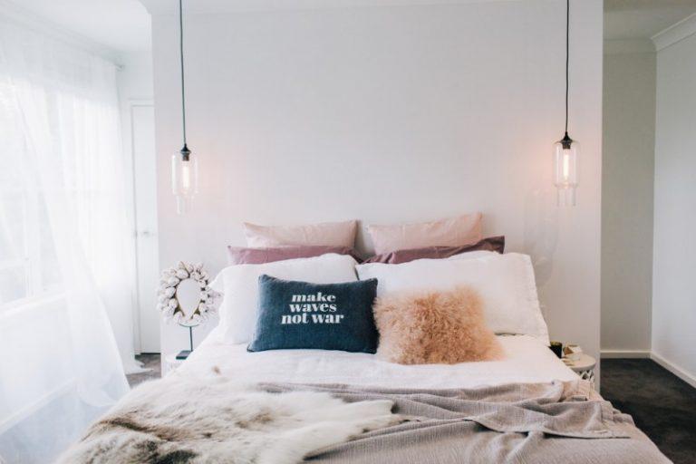 amazing hanging lights for bedroom ideas to adopt decohoms. Black Bedroom Furniture Sets. Home Design Ideas