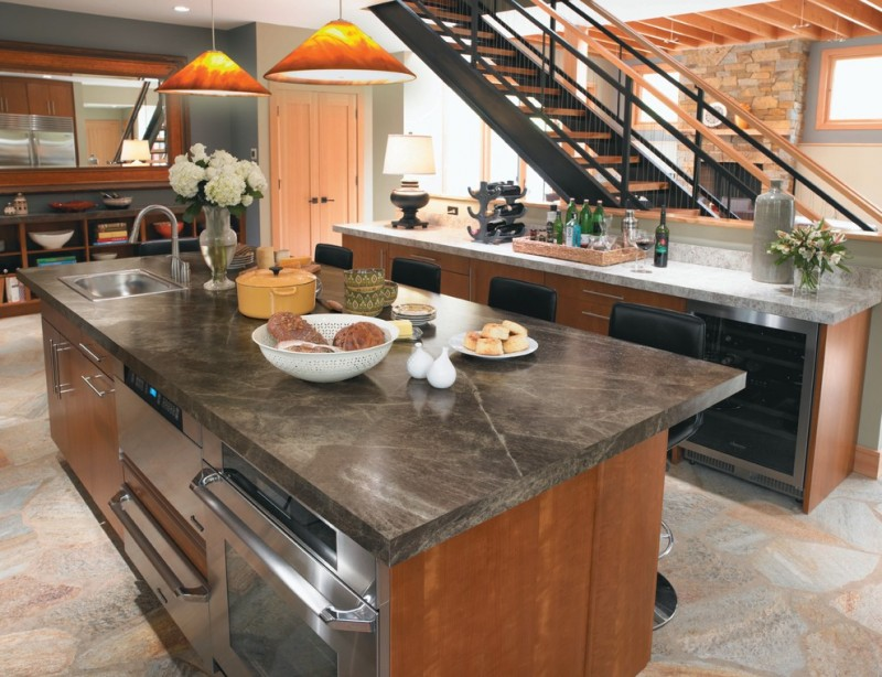 Attrayant Trendy Kitchen With Stainless Steel Appliances, A Drop In Sink, Flat Panel  Cabinets,