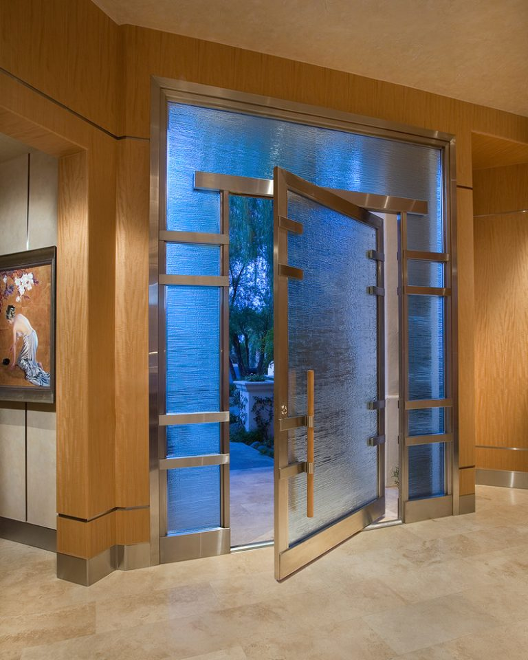 Fascinating front doors with glass to maximize the beauty for Types of front door glass