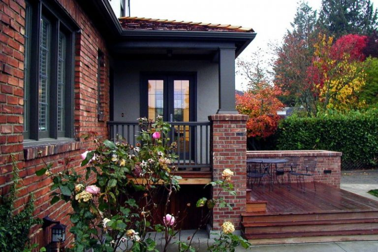 Maximizing The Aesthetic Look In Your Brick House Using The Right Exterior Paint Decohoms
