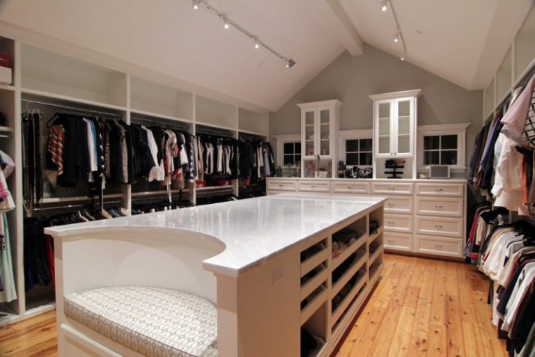 Chilled ideas of huge walk in closet to mark your day for His and hers walk in closet