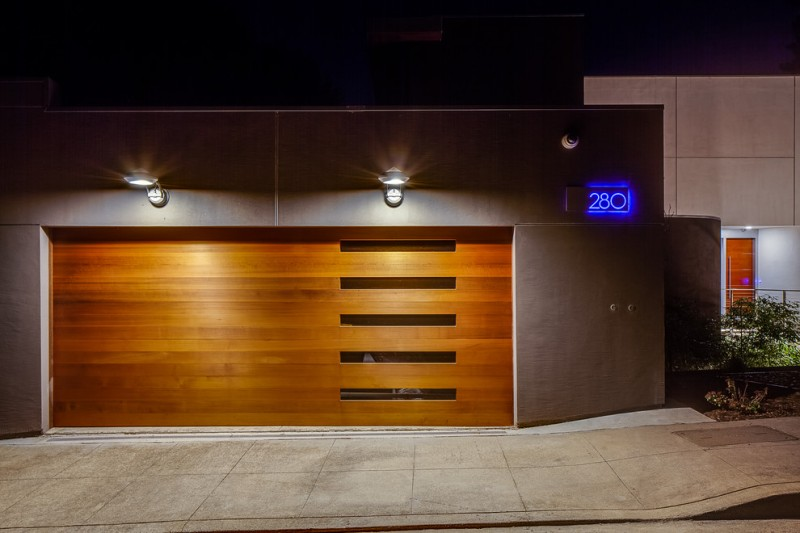 Ten Ideas of Luxurious Garage Doors | Decohoms