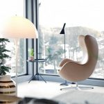 White Modern Eggshells Shaped Of Chair With Metal Support