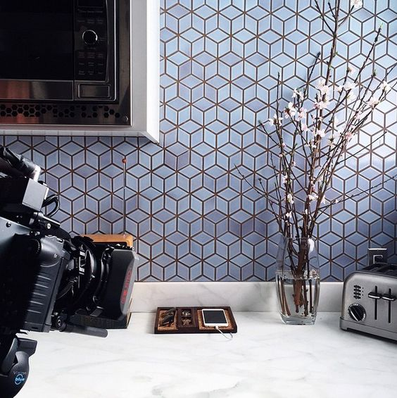kitchen wih white marble top, grey cubes geometric tiles backsplash