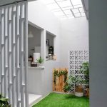 Indoor Small Garden Space With High Ceiling In Carboon Glass, White Wall, Faux Grass, Plants Kitchen