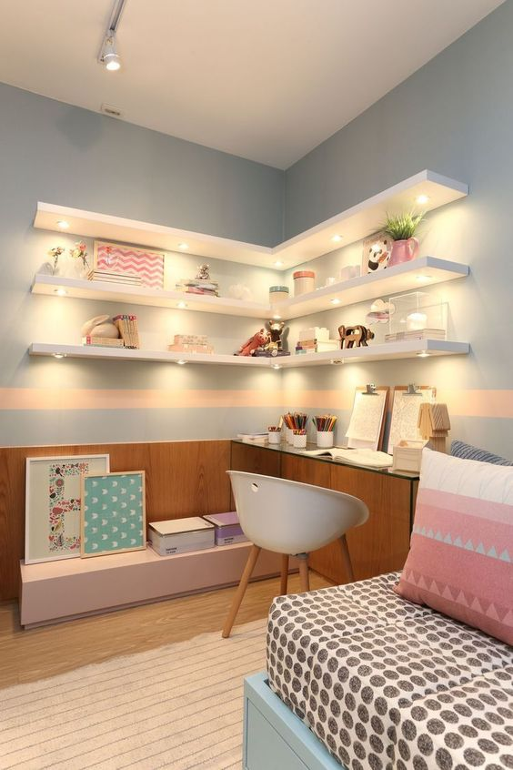 girl teen ebdroom, wooden floor, wooden wainscoting, floating glass table, white modern chair, white floating shelves with LED light, pink box, blue bed platform