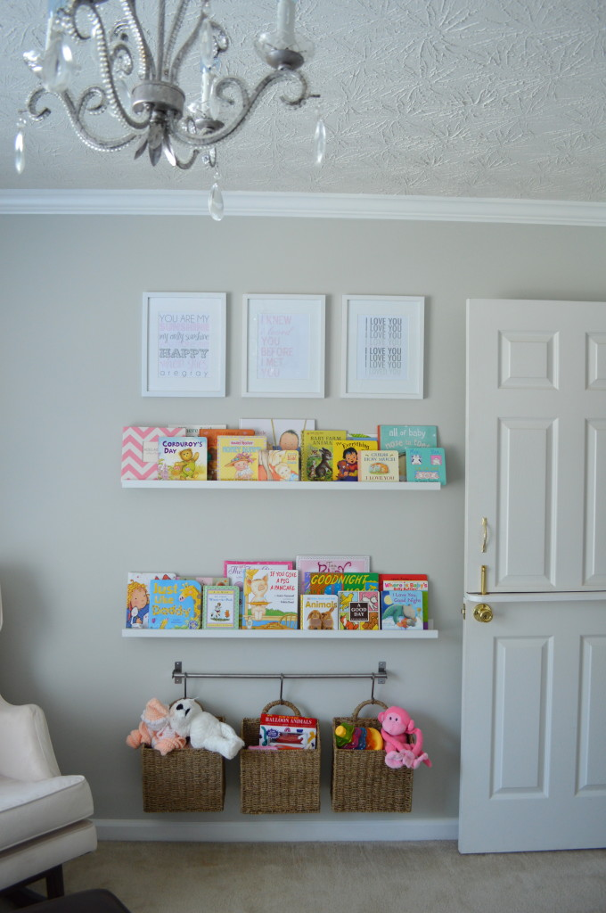 kids room, white wall, wooden floor, floating bookcase, rattan boxes for storage under