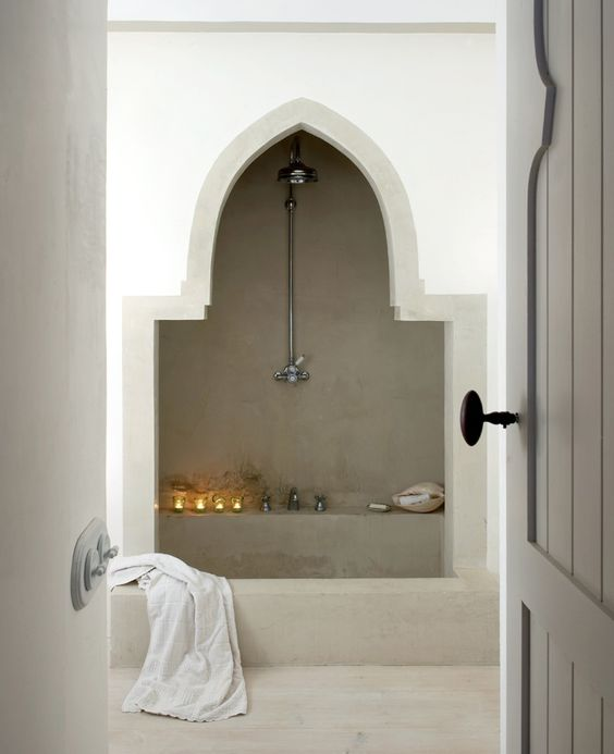 Moroccan arch on the shower with grey wall, white wall, grey floor