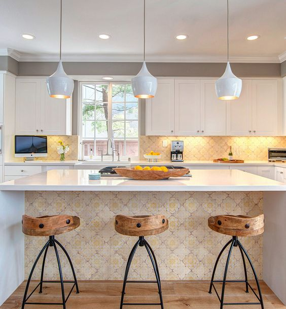 kitchen, white upper cabinet, wooden floor, arabesques backsplash with LED lights, arabesques island with white top, white pendants