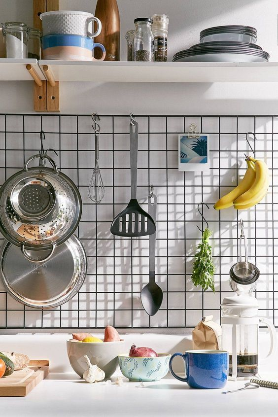 black kitchen grid, white wall, white floating shelves, whtie kitchen top