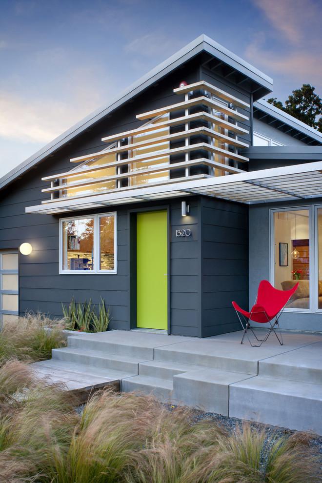 exterior paint withdark blue on the siding wall, light blue on the wall, bright green on the door