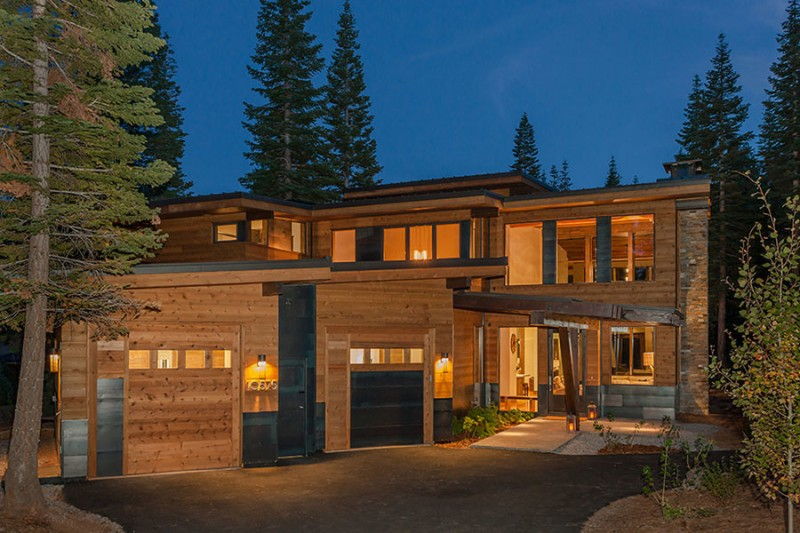 modern mountain house with wooden exterior wall with simple and sleek roof, beautiful interior