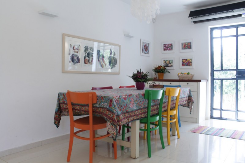 eclectic dining furniture idea with different schemes for each chair over covered dining table