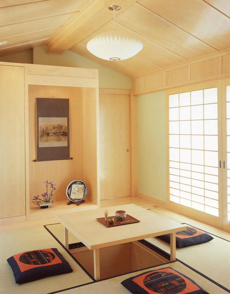 floor seating dining table tatami hanging lamps painting shoji door flowers asian dining room