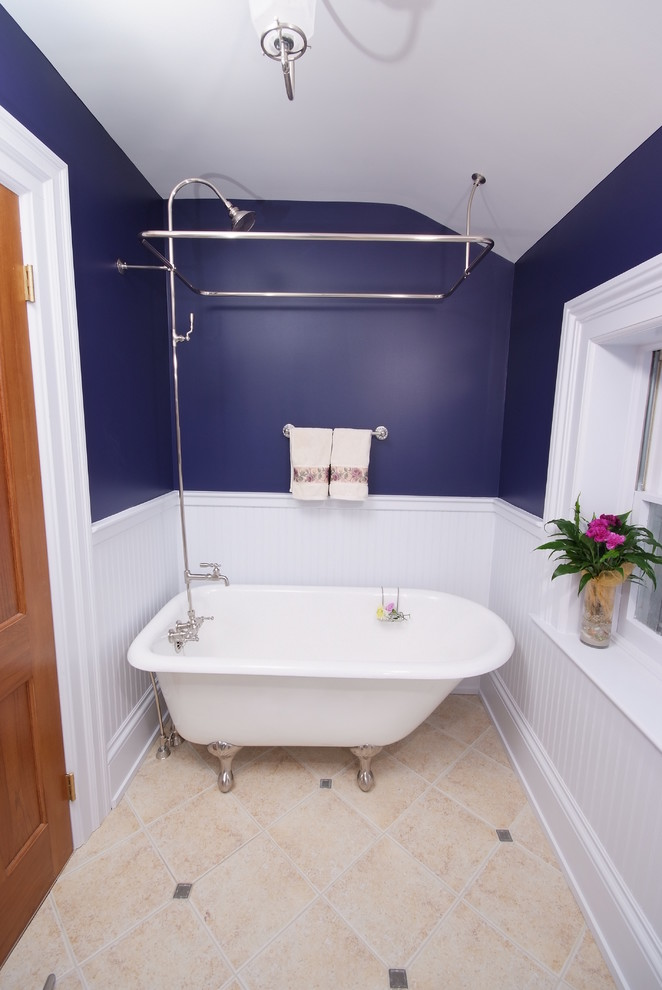 white classic tub with claw