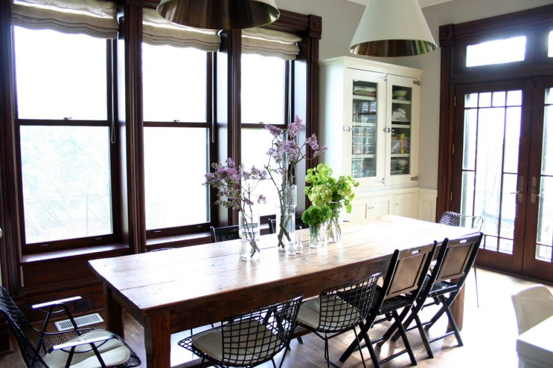 farm style kitchen table chairs doors flowers cabinets big windows shabby chic style room