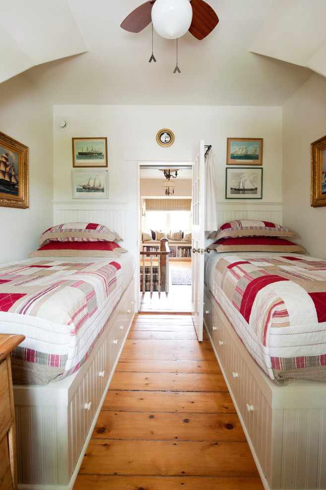 guest beds for small spaces hardwood floor pillows storage traditional style bedroom