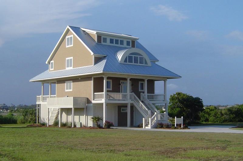 house plans on pilings gun barrel pilings beach style exterior home ideas three story exterior home half circle attic window