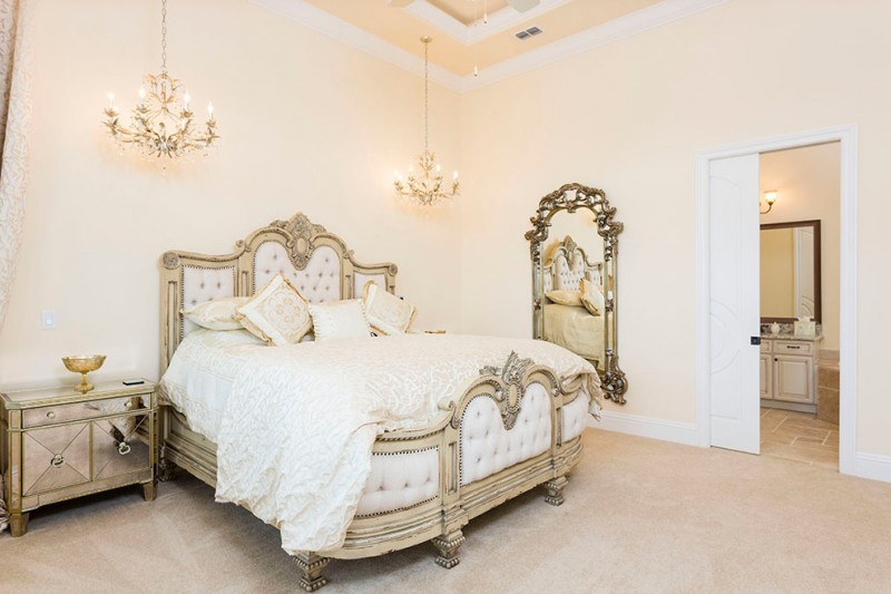 ornate bedroom furniture chandeliers mirror dressing table cabinet vanitiies drawers vase bed carpet traditional style