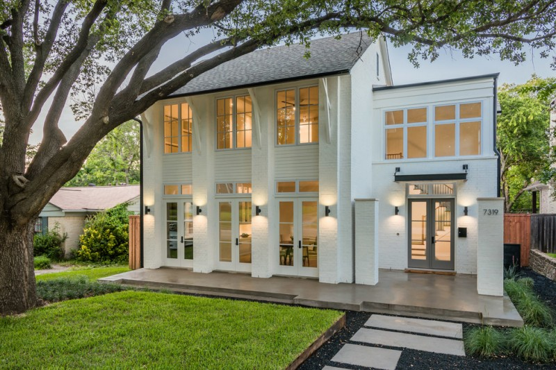 country living house plans white house screened house glass windows and doors wall sconces dark sturdy roof cool design