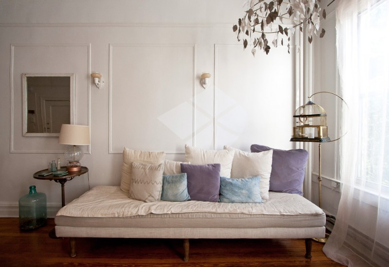 daybed for living room throw pillows sidetable hardwood floors decorative mirrors dream catcher standing lamp window curtain eclectic design
