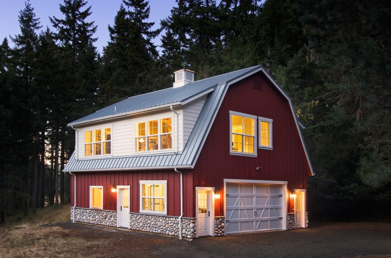 houses that look like barns windows doors lighting gambrel roof red walls farmhouse exterior