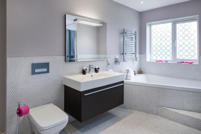 kate spade design bathtub cool window toilet mirror glass shelf towel rack modern lamp faucet contemporary style room