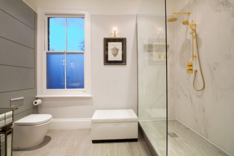 Renovating Your Bathroom With These Enticing Walk In