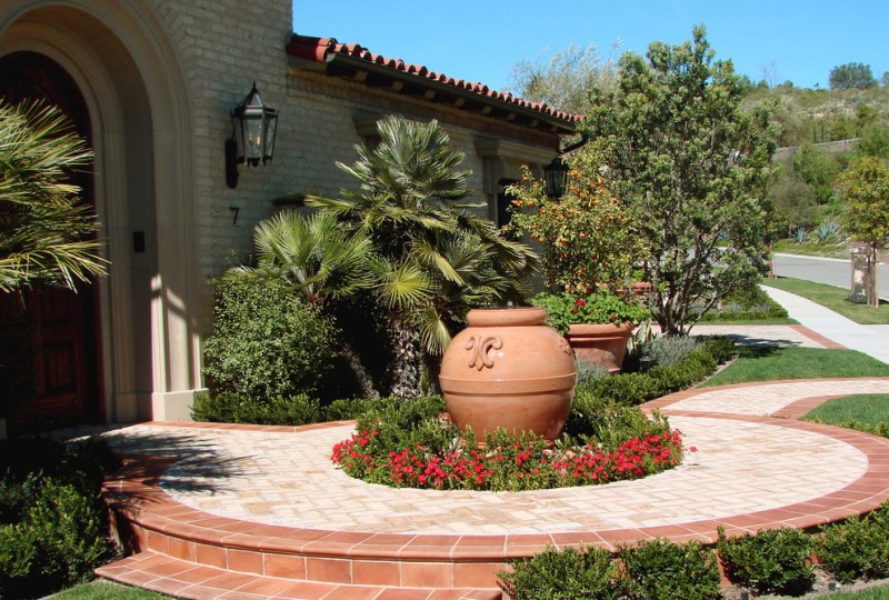 Enlarging Your Small Front Yard Using The Right