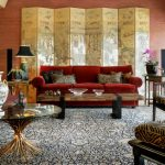 Chinese Home Decorations Area Rug Chinese Screen Red Sofa Coffee Table Rond Glass Pedestal Table Antique Armchairs Table Lamp