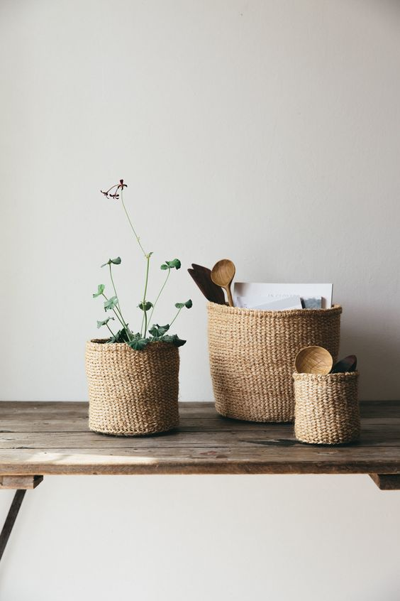 small baskets to keep the kitchen tools